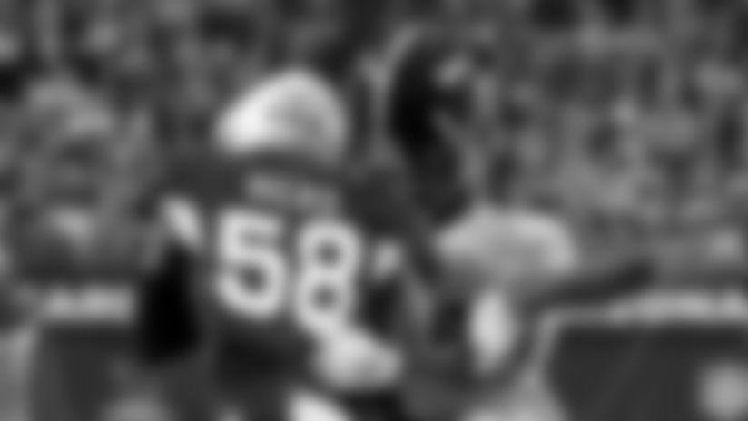 Cardinals middle linebacker Jordan Hicks (58) knocks the helmet off Pittsburgh Steelers running back Jaylen Samuels on the tackle during the first half of an NFL football game, Sunday, Dec. 8, 2019, in Glendale, Ariz.
