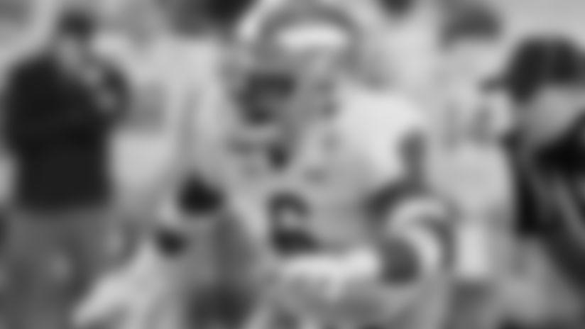 Notre Dame linebacker Jeremiah Owusu-Koramoah (6).