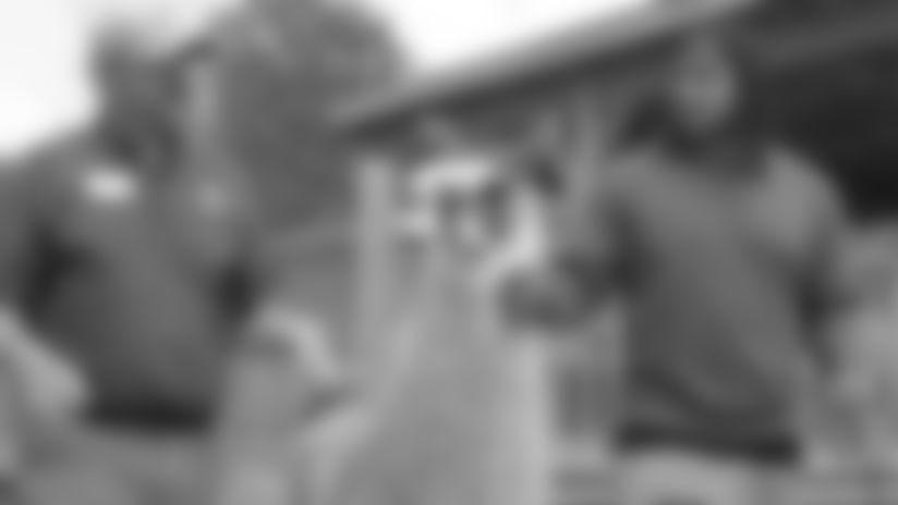 Vikings Huddle: Eric Kendricks Visits The Minnesota Zoo