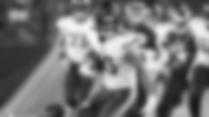 Zylstra Hauls In A 20-Yard Gain vs. Titans