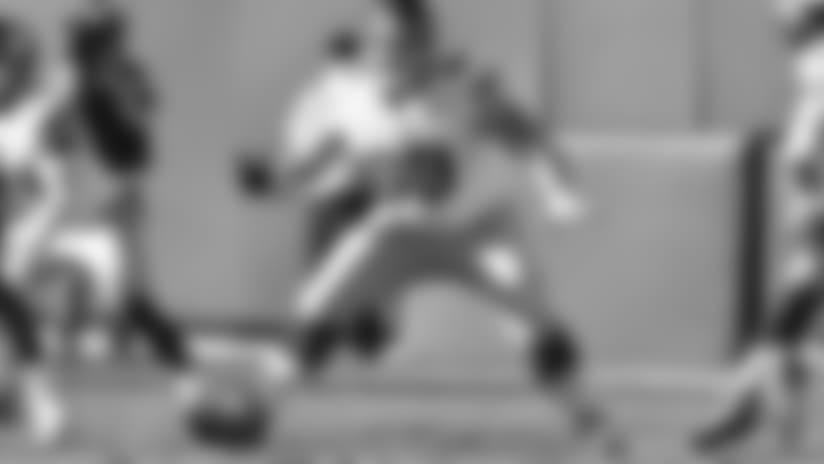 New York Giants center Brett Jones (69) during a NFL football game against the Oakland Raiders on Sunday, December 3, 2017 in Oakland, Calif. (Evan Pinkus via AP)