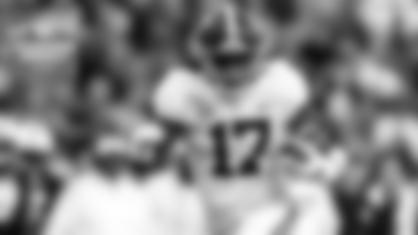 Chris Hayre is joined by CBS Sports' Chris Trapasso, who discusses how NFL front offices are adjusting without the NFL Scouting Combine. Former running back Hank Bauer shares memories of former Chargers players and coaches we've lost in 2021.