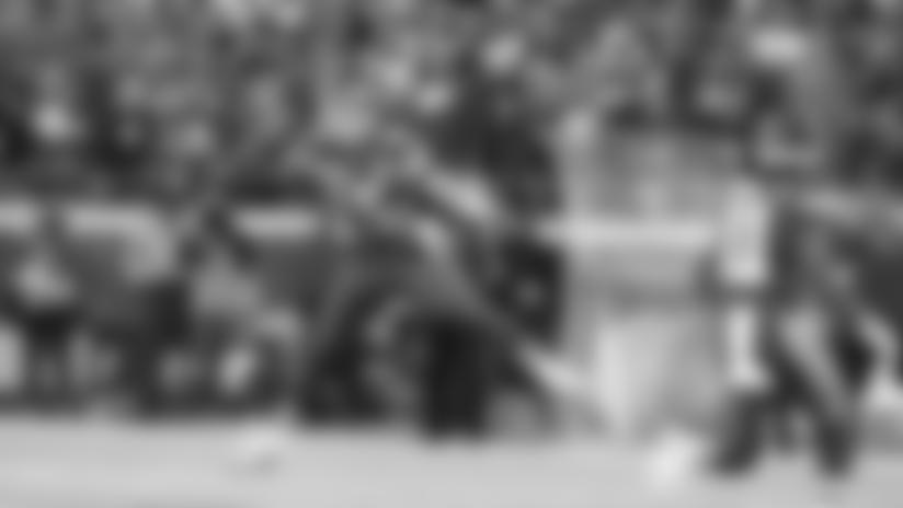 Patrick Mahomes Drops a 33-yard Fadeaway Dime to Mecole Hardman Off His Back Foot