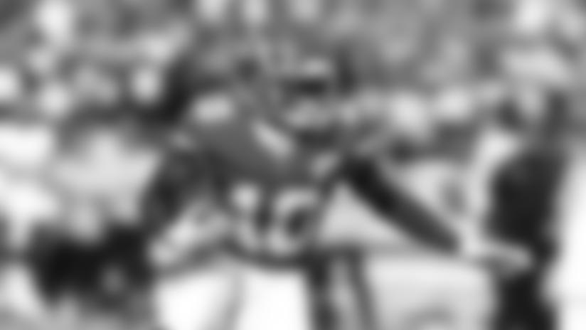 Tyreek Hill's FILTHY Stutter Step Sets up 30-yard Catch