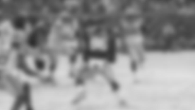 Daniel Jones finds Darius Slayton for fourth-down conversion