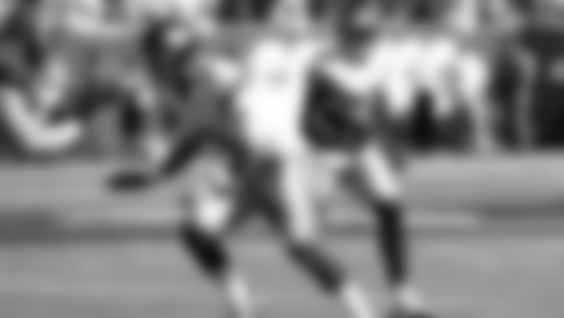 Daniel Jones throws block on Sterling Shepard rush