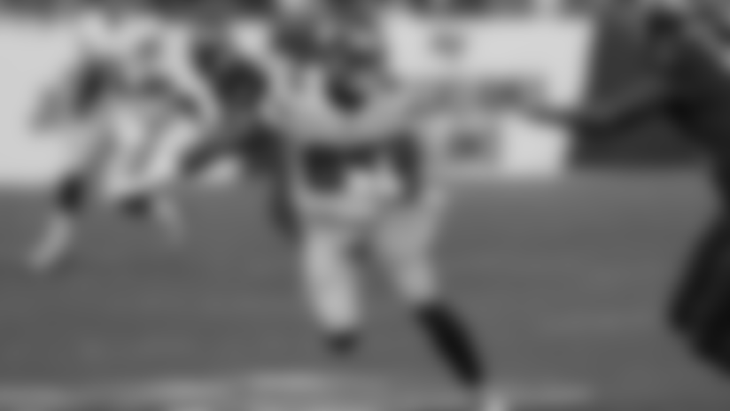 Daniel Jones delivers 15-yard third-down conversion to Slayton