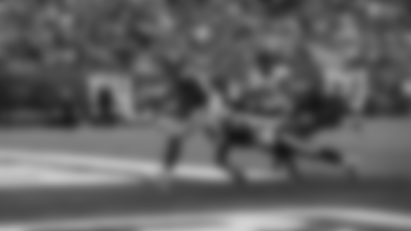 Darius Slayton snags fingertip grab in end zone from Daniel Jones for 35-yard touchdown