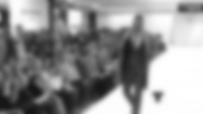 Varios de los jugadores del equipo capitalino de fútbol intercambiaron sus uniformes por trajes exclusivos de la famosa y muy conocida tienda de ropa Bloomindale's para así demostrar su apoyo a más de 150.000 niños en programas educativos y de salud. El evento fue organizado por The Charitable Foundation de los Redskins en donde los jugadores desfilaron estos trajes y varios de ellos fueron acompañados por sus esposas.