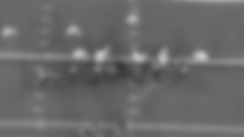 Chris Carson Crashes Through Packers Defense For Third-Down Conversion