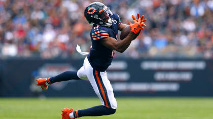 Darnell Mooney makes spectacular catch for 21-yard gain