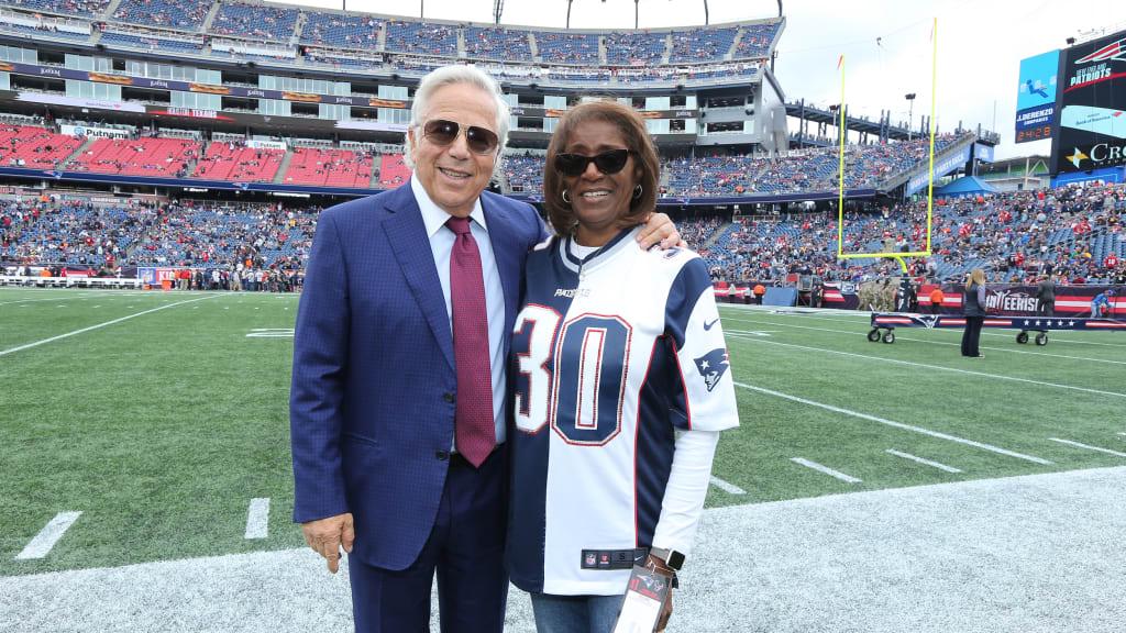 Mama McCourty debuts Patriots split jersey on Sunday