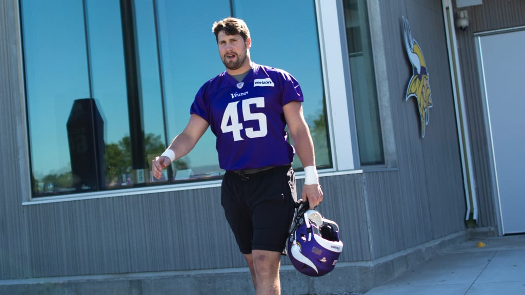buy online c4729 5d2ac 2-Minute Drill: Get to Know Vikings LB Greer Martini