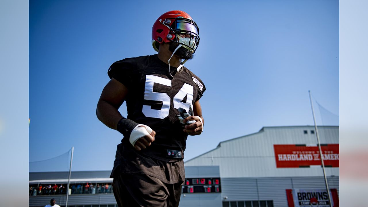 1d9c9e0a Meet Ron Brewer, the 'big brother' Browns players love behind the scenes