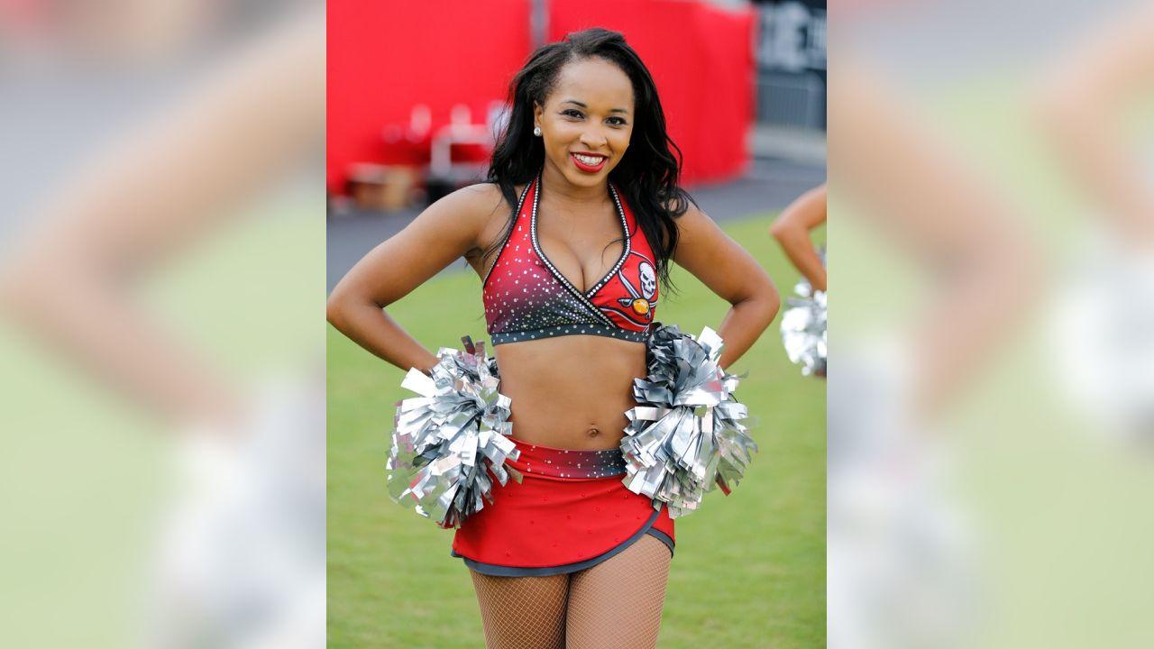 Photos Featured Bucs Cheerleader Baranese