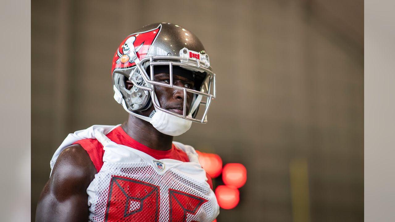2231a5df Versatility in College Helped Prepare Mike Edwards for Role in Bucs ...