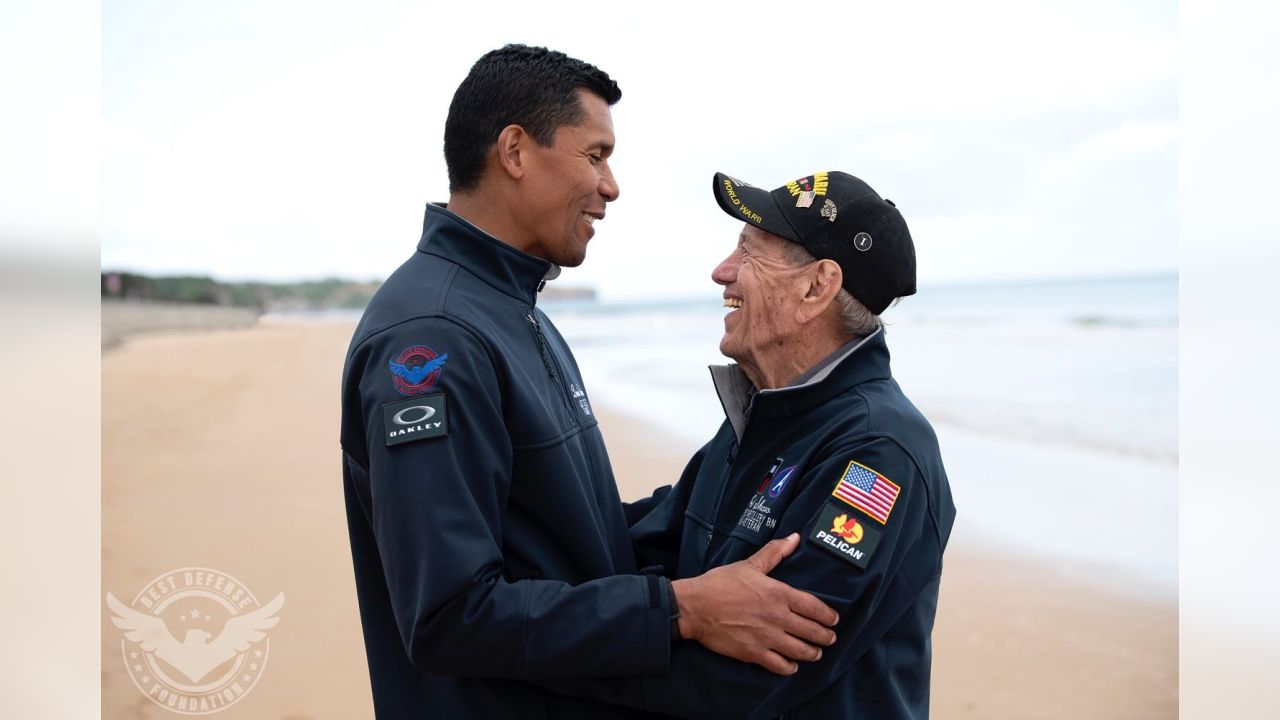 separation shoes 7dcd4 5a087 Donnie Edwards Brings WWII Vets Back to Normandy for the ...