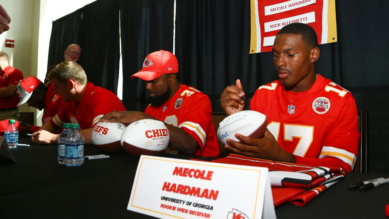 huge discount 89d72 a9f0b Chiefs' Rookies Welcome Hundreds of New Season Ticket ...
