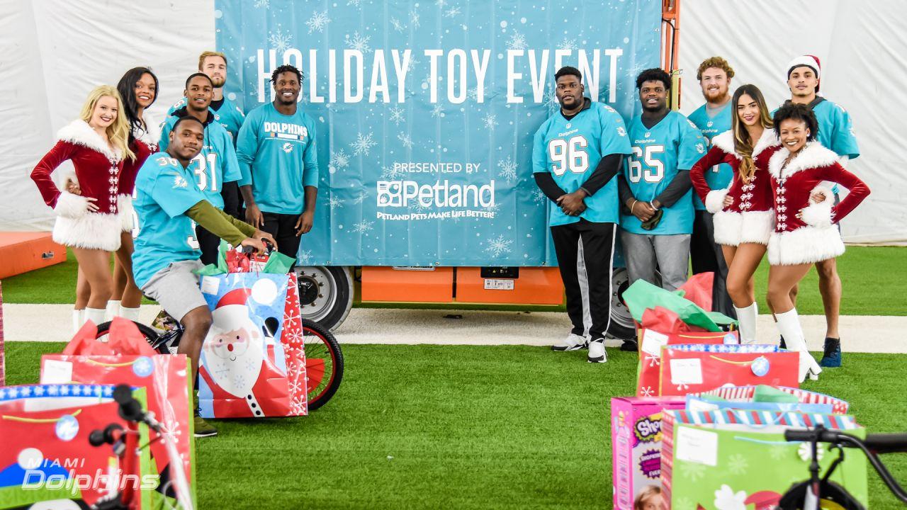 Dolphins, Petland Partner To Spread Holiday Joy