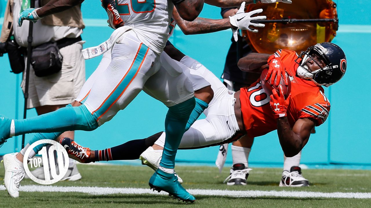 (10) With receptions of 54 and 47 yards Oct. 14 in Miami, Taylor Gabriel became the first Bears player with two catches of at least 47 yards in a game since Marcus Robinson in 1999.