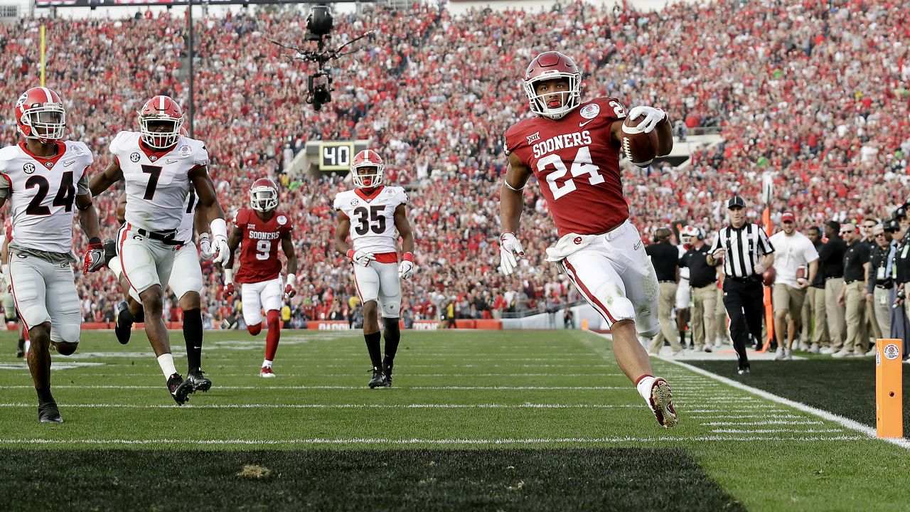 Oklahoma running back Rodney Anderson (24) scores his first touchdown of the game against Georgia during the College Football Playoff Semifinal at the Rose Bowl, Monday, Jan. 1, 2018, in Pasadena, Calif. (AP Photo/Doug Benc)