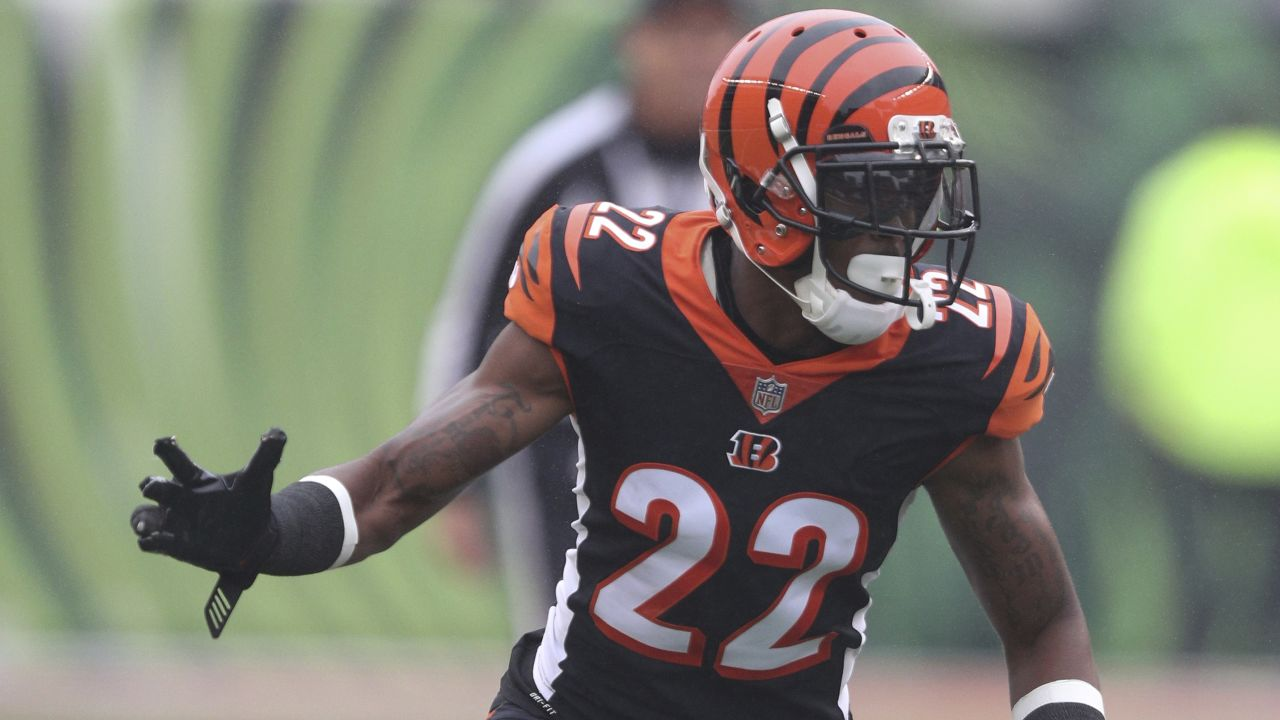 Cincinnati Bengals cornerback William Jackson (22) takes a defensive position during an NFL game against the Pittsburg Steelers, Sunday, Oct. 14, 2018 in Cincinnati. (Margaret Bowles via AP)