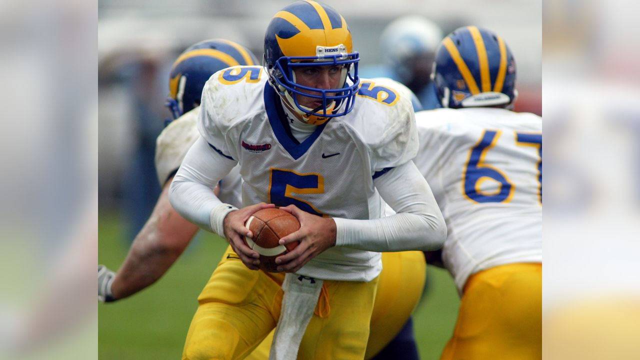 Delaware quarterback Joe Flacco looks to hand the ball off to a running back during a game against Rhode Island on Sept. 23, 2006. (AP Photo/Joe Giblin)