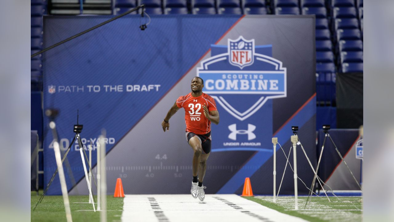 SMU's Emmanuel Sanders runs the 40-yard dash at the NFL football scouting combine in Indianapolis, Sunday, Feb. 28, 2010. (AP Photo/Michael Conroy)