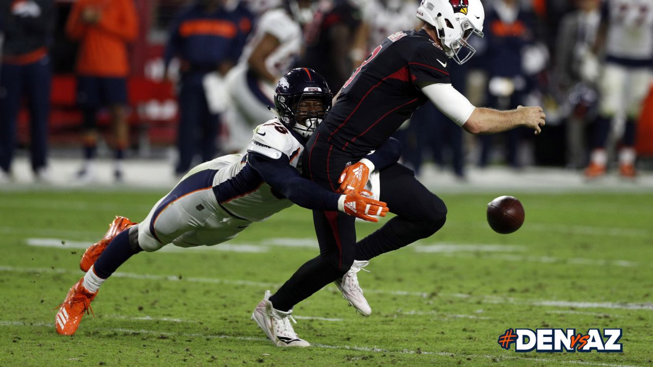 Denver Broncos action during the NFL game against the Arizona Cardinals at State Farm Stadium in Glendale, Arizona, October 18, 2018.