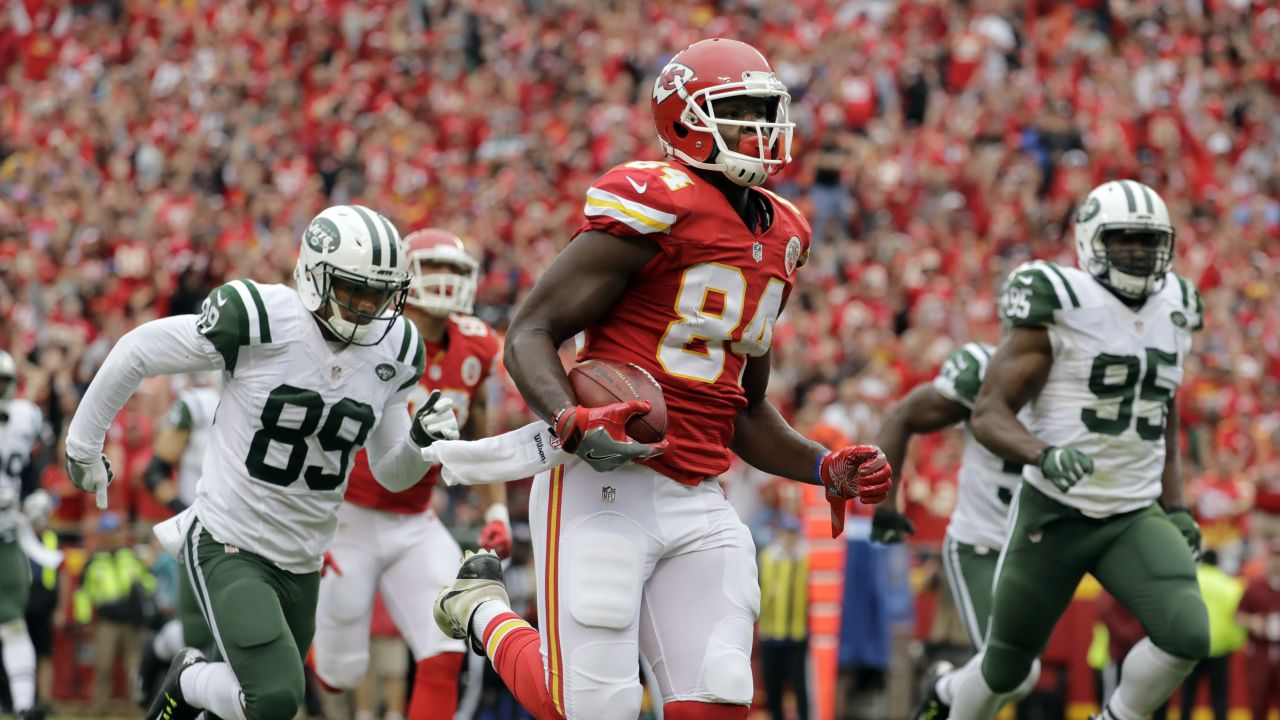 Kansas City Chiefs tight end Demetrius Harris (84) is chased by New York Jets wide receiver Jalin Marshall (89) as he runs for a touchdown after a New York Jets fumble for a turnover, during the first half of an NFL football game in Kansas City, Mo., Sunday, Sept. 25, 2016. (AP Photo/Charlie Riedel)
