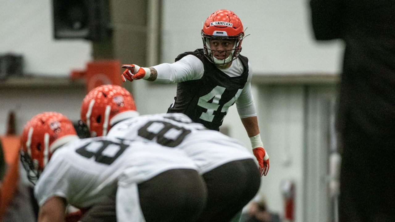Browns linebacker Sione Takitaki communicates before a snap during rookie minicamp.