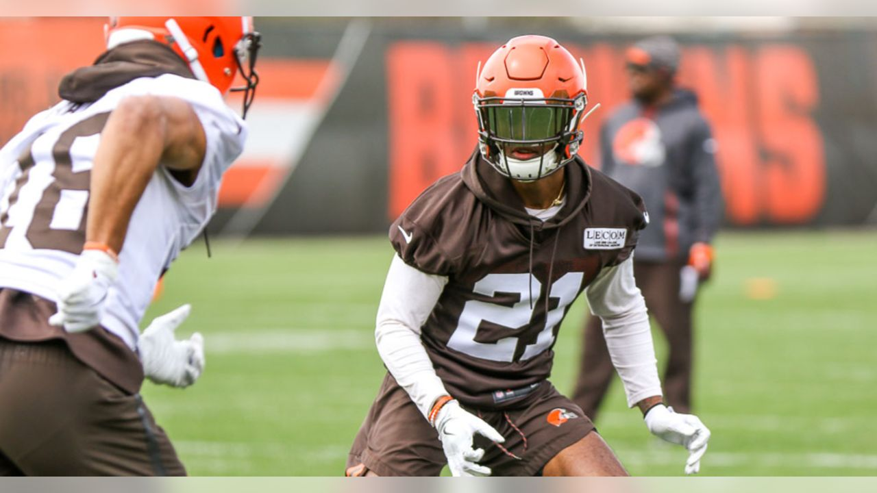 Browns cornerback Denzel Ward covers receiver Damion Ratley during minicamp practice Wednesday in Berea.