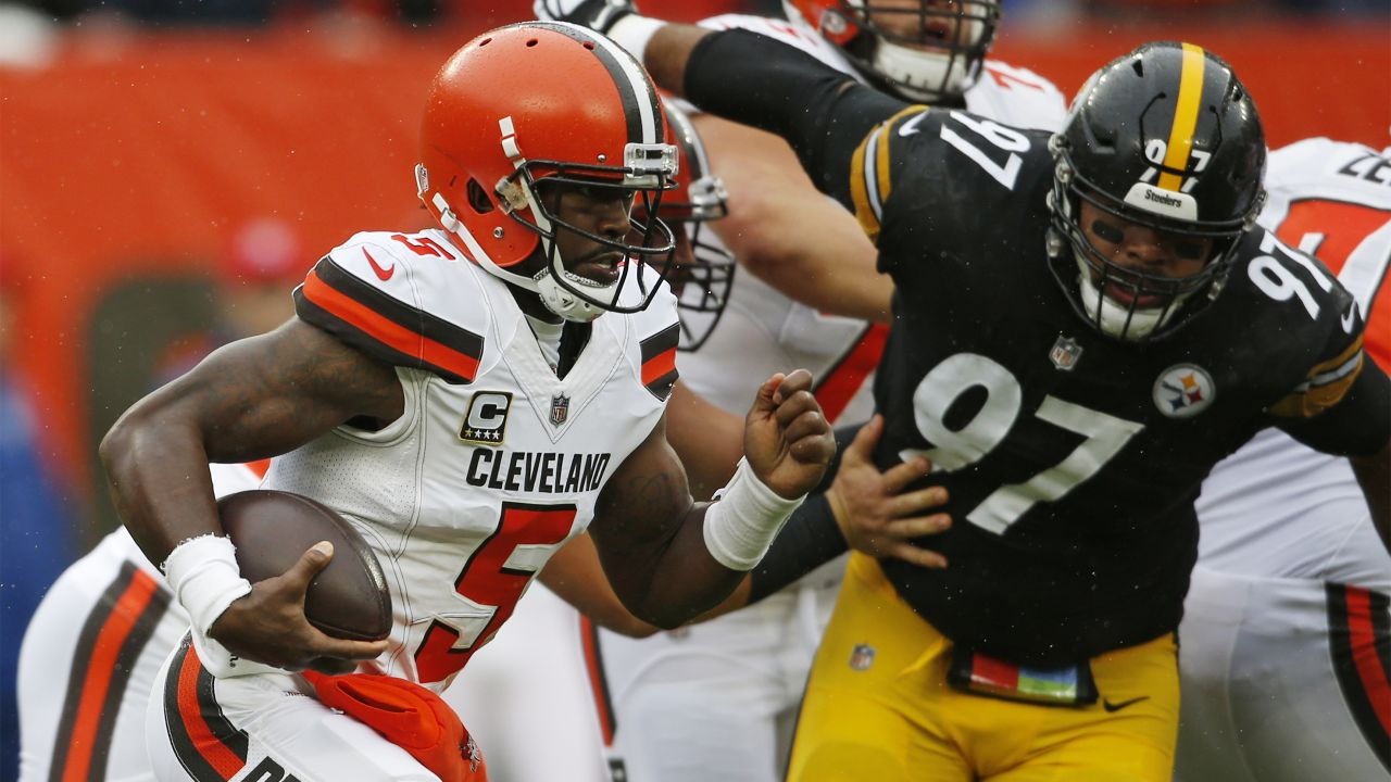 Cleveland Browns quarterback Tyrod Taylor (5) scrambles against the Pittsburgh Steelers during the first half of an NFL football game, Sunday, Sept. 9, 2018, in Cleveland. (AP Photo/Ron Schwane)