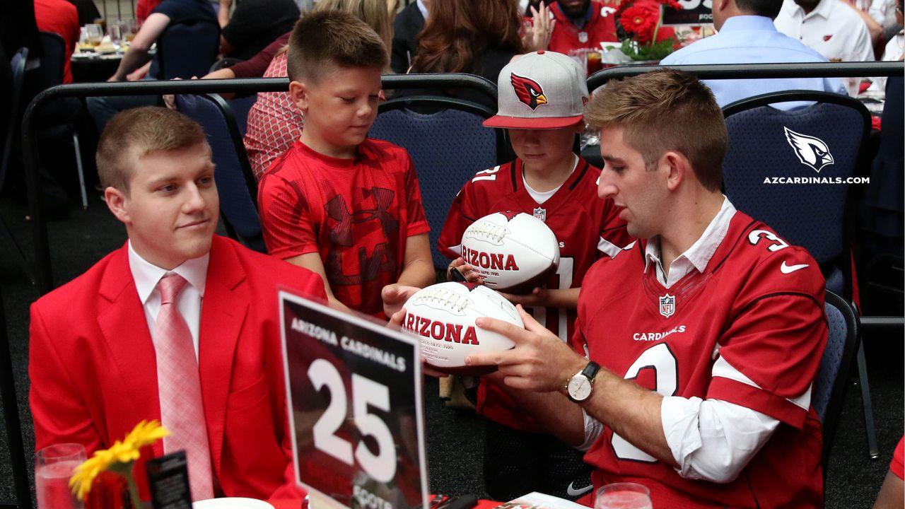 QB Josh Rosen signs autographs