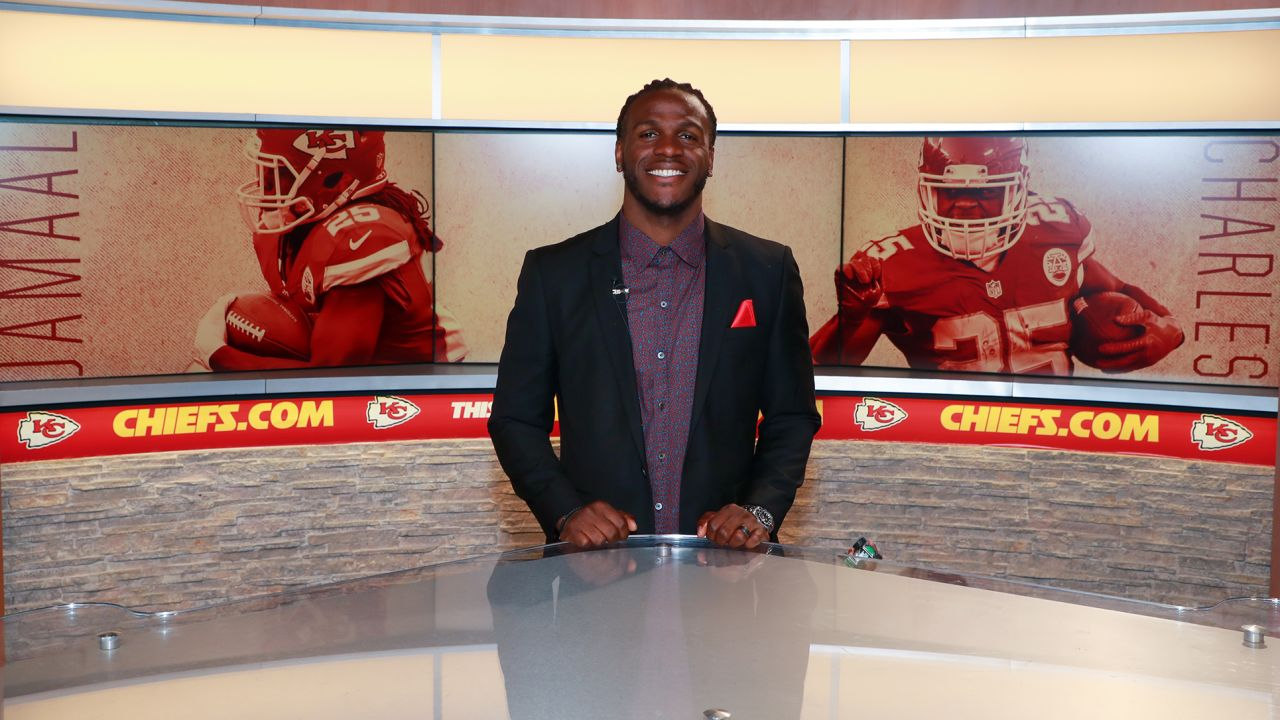 Former player Jamaal Charles signs one day contract to retire a Chief.