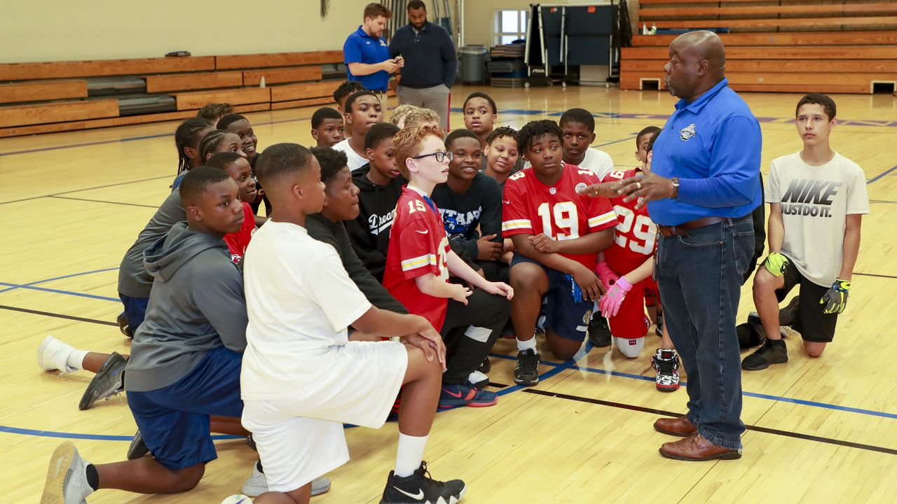 Chiefs Defensive Lineman visit the Lincoln middle school to teach football skills.
