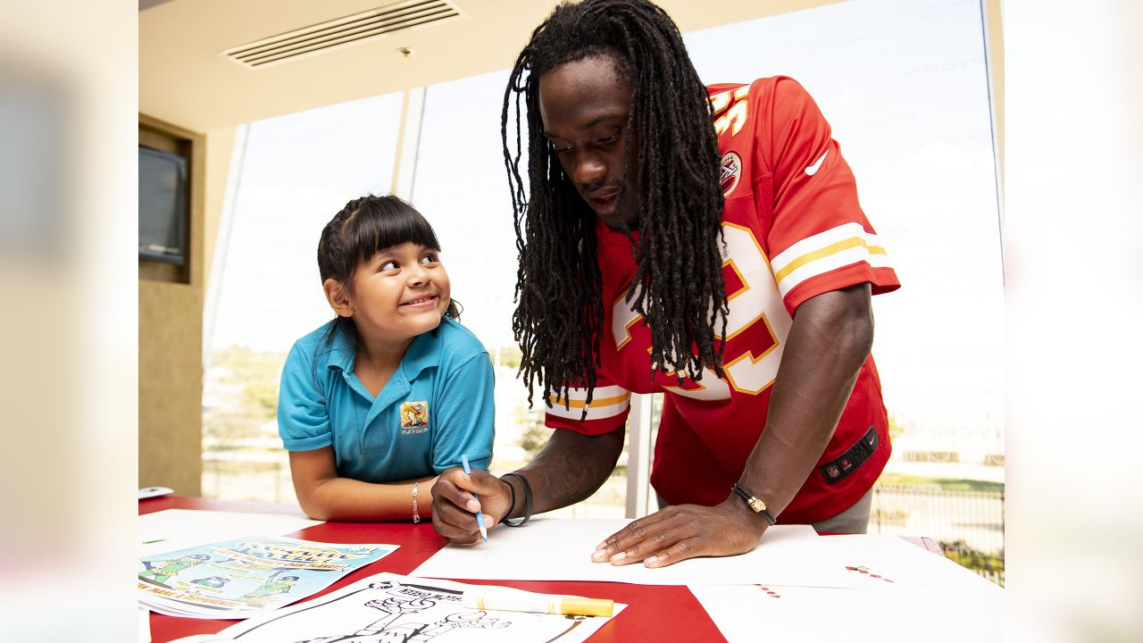 To celebrate Hispanic Heritage Month, Chiefs Defensive Backs attend a workshop with José Faus and girl scouts from Guadeloupe Elementary