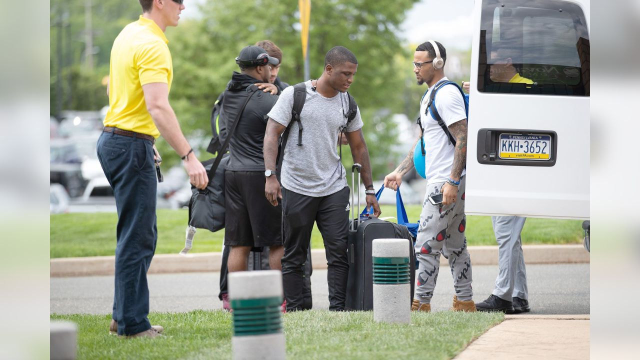 A group of rookies arrive at the NovaCare Complex.