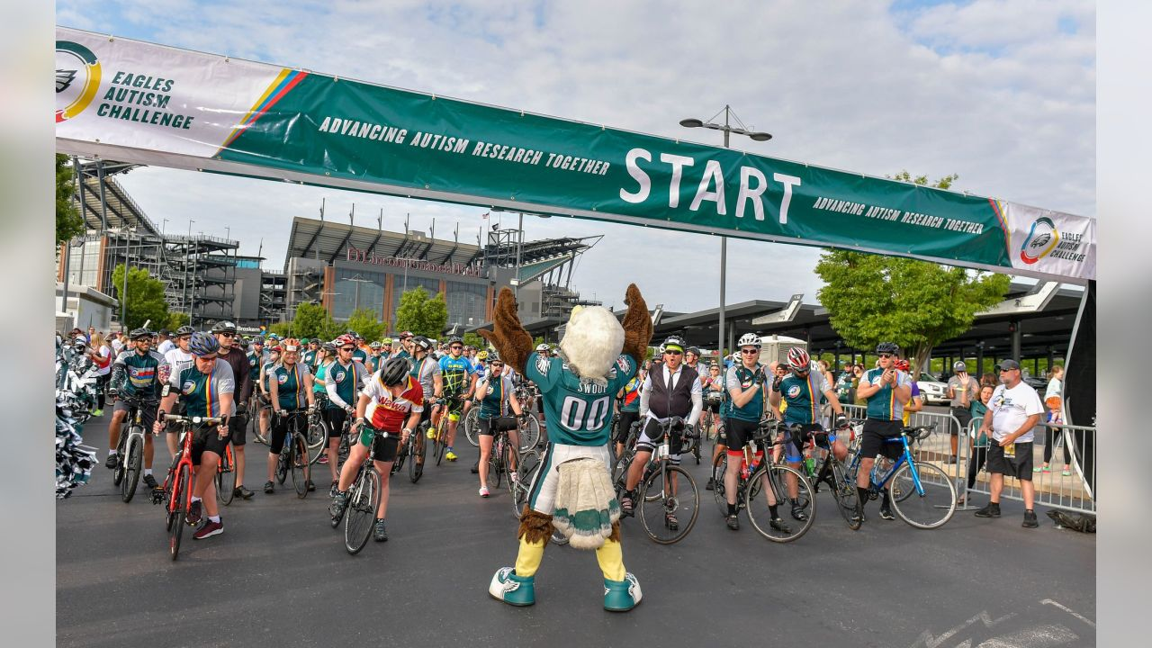 SWOOP gets things started at the 2019 Eagles Autism Challenge