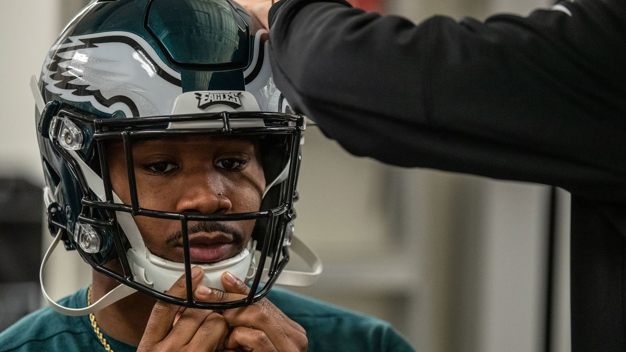 RB Miles Sanders tries on an Eagles helmet for the first time