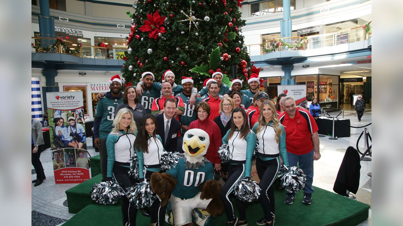 Eagles players, Drumline, Cheerleaders, and SWOOP helped kickoff and launch the Variety 2018 Holiday Gift Wrap Shop at Liberty Place
