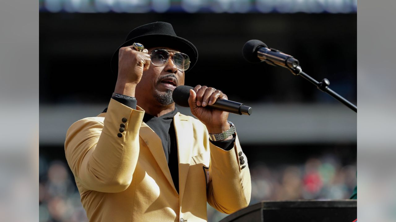 Brian Dawkins gives a passionate speech  Philadelphia Eagles vs. Carolina Panthers at Lincoln Financial Field on October 21, 2018