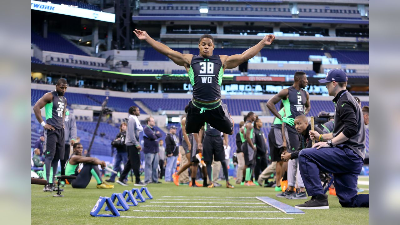 Oklahoma receiver Sterling Shepard performs a drill at the NFL football scouting combine Saturday, Feb. 27, 2016, in Indianapolis.
