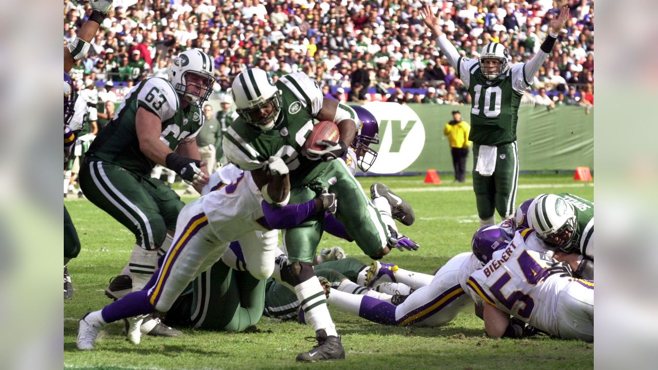 New York Jets Curtis Martin rushes for a third quarter touchdown against the Minnesota Vikings Sunday, Oct. 20, 2002 in East Rutherford, N.J. Quarterback Chad Pennington (10) signals the score. The Jets won 20-7. (AP Photo/Mark Lennihan)