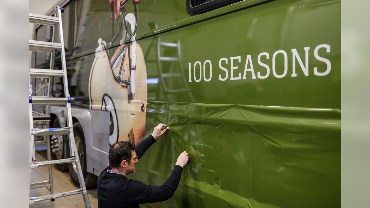 190408-tailgate-tour-bus-wrap-02
