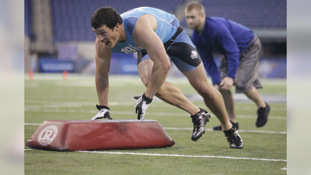 Boston College linebacker Luke Kuechly runs a drill at the NFL football scouting combine in Indianapolis, Monday, Feb. 27, 2012. (AP Photo/Michael Conroy)