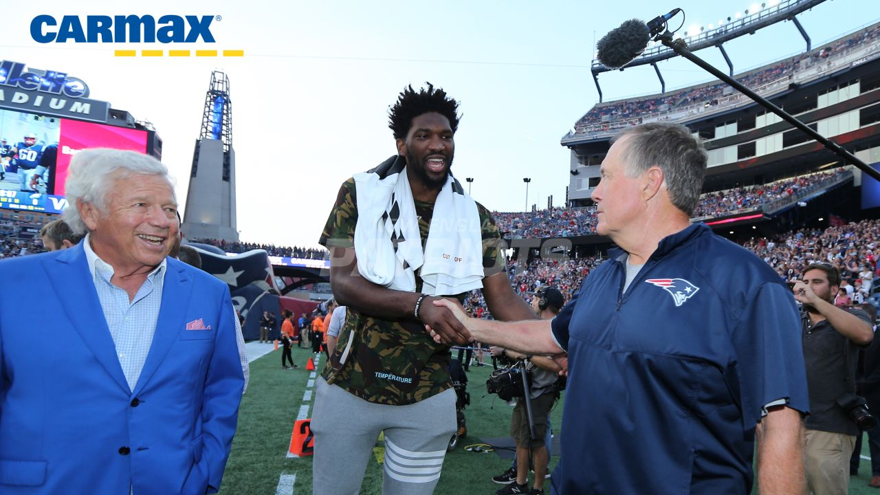 Robert Kraft and Bill Belichick meet Philadelphia 76ers center Joel Embiid pregame.