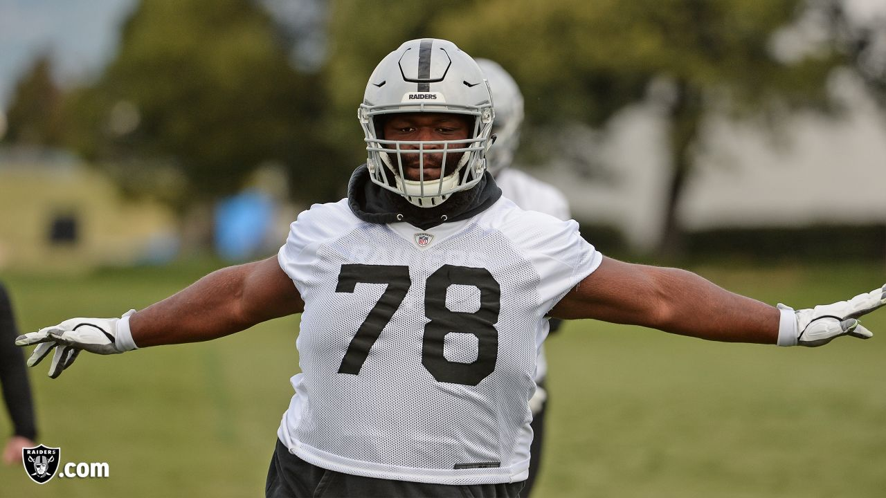 Oakland Raiders defensive tackle Justin Ellis (78) on the field for practice at the Oakland Raiders Practice Facility, Wednesday, December 5, 2018, in Alameda, California.