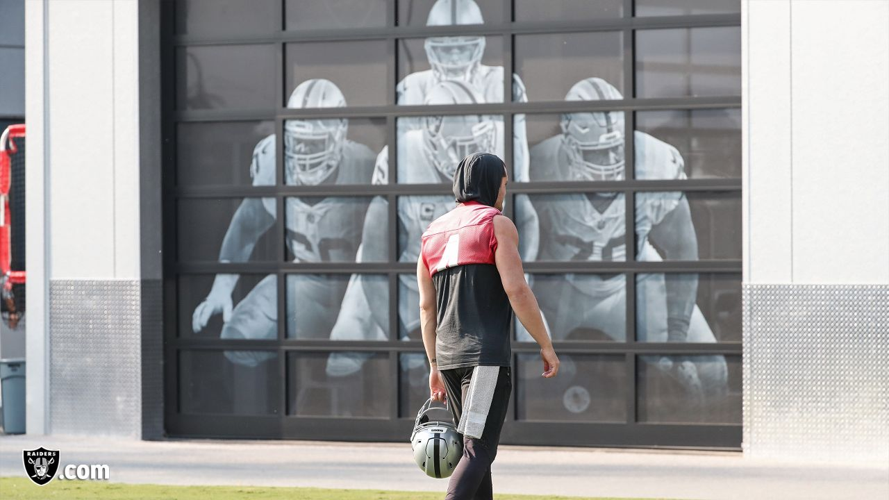 Oakland Raiders quarterback Derek Carr (4) on the field for practice at the Oakland Raiders Practice Facility, Thursday, November 8, 2018, in Alameda, California.