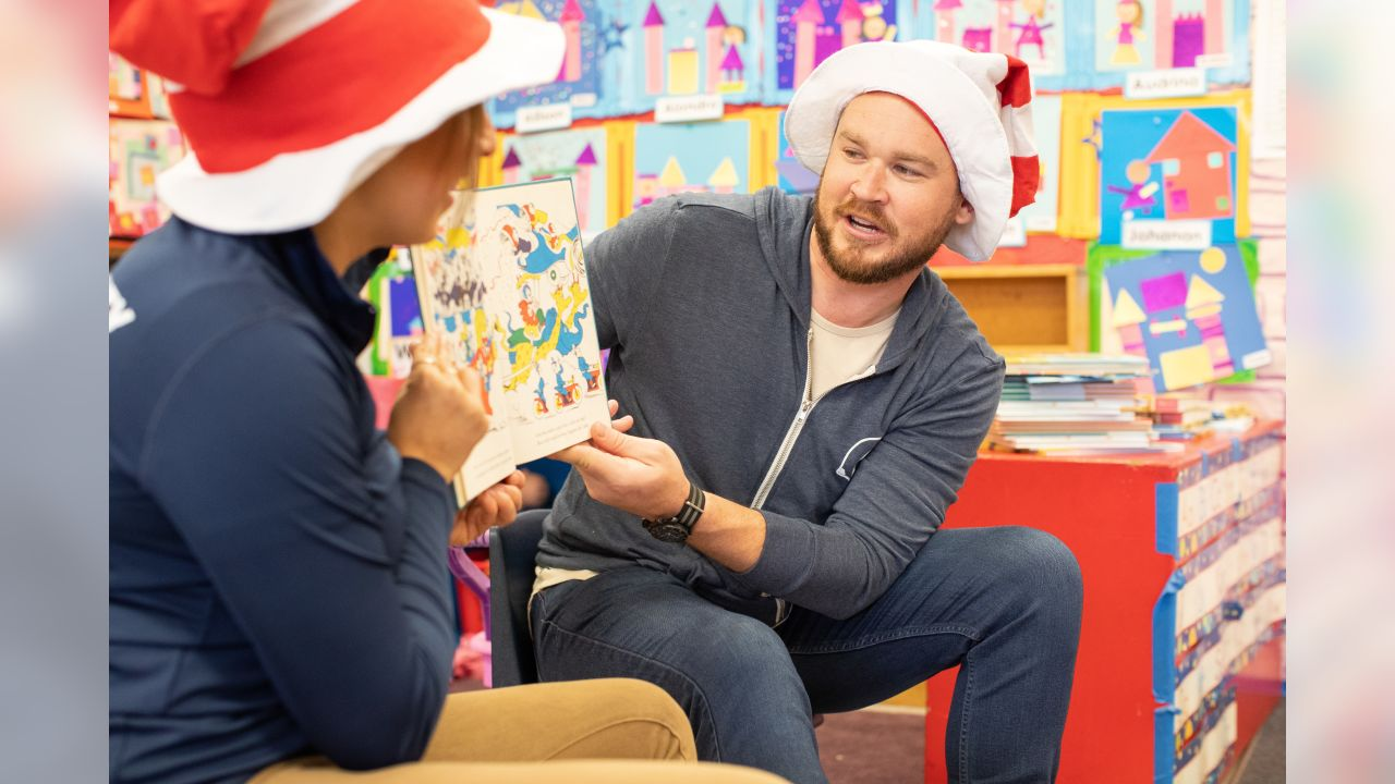 Los Angeles Rams staff participate in Read Across America at Marianna Avenue Elementary School, Friday, March 1, 2019, in Los Angels, CA. (Jeff Lewis/Rams)